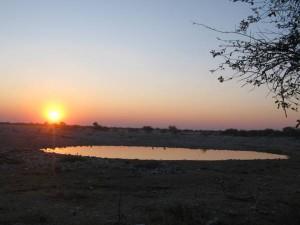 Puesta de sol desde Okuakuejo en Etosha