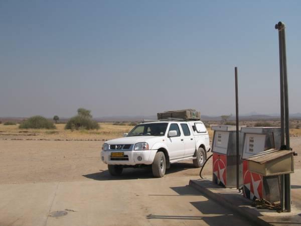 En la gasolinera de Palmwag en Namibia