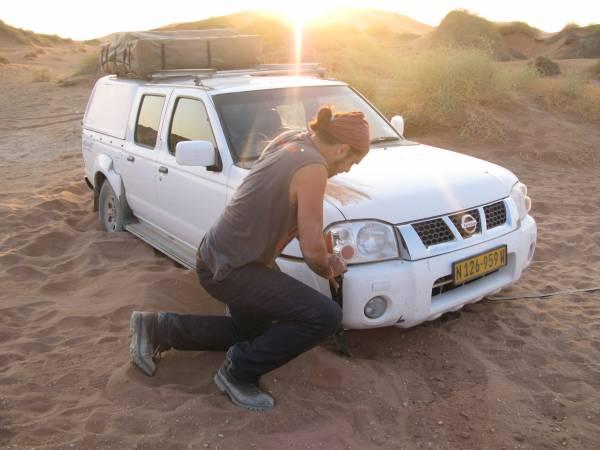 Nuestro jeep embarrancado en la arena de Sossusvlei