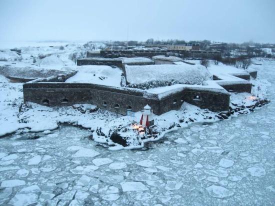 Fortaleza de Suomenlinna desde el ferry a Estocolmo en pleno febrero