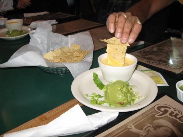 Quesadilla y guacamole