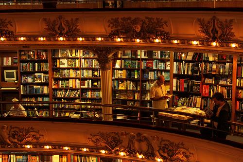 Libros en los palcos del Grand Splendid