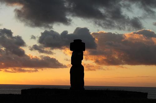 Moai al atardecer cerca de Hanga Roa @3viajes