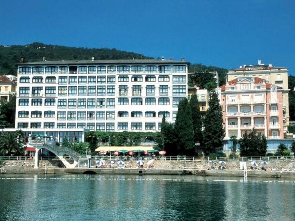 Fachada del Hotel Kristal de Opatija