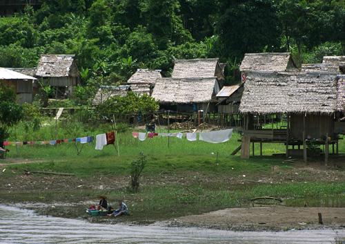 Poblado a la rivera del Amazonas