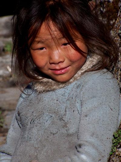 Niña de origen tibetano en el norte de Nepal @3viajes