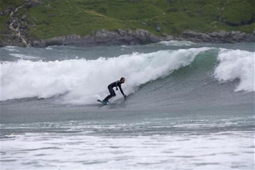 Surf en fiordo de Nordfjord (foto:Thomas Bickhardt /bickfoto)