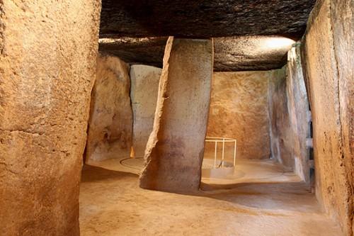 Interior de un monolito en Antequera