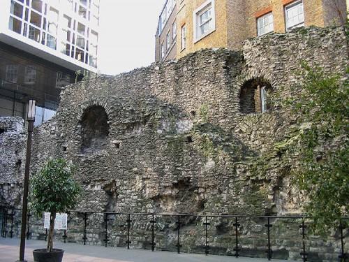 Fragmento de la muralla romana de Londres (Fuente: Wikimedia commons)