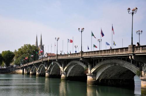 Río Nive a su paso por Bayona