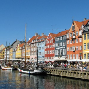 Canales de Nyhavn en Copenhague @ Wikipedia