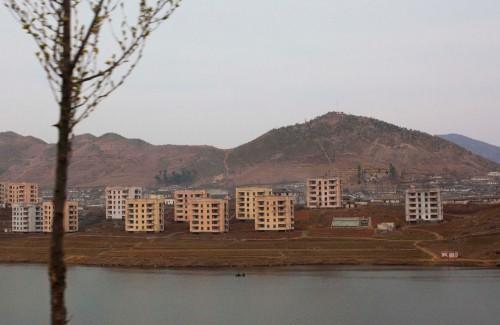 Pueblo cerca de Pyongyang en Corea del Norte