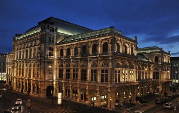 Ópera de Viena, fachada de noche