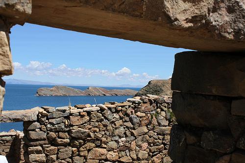 Ruinas laberínticas en la Isla del Sol