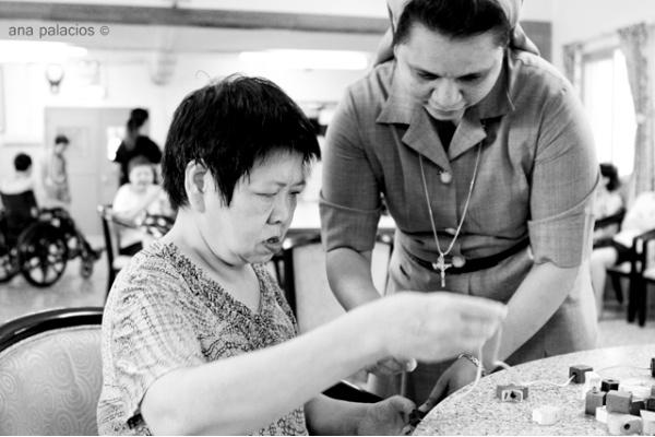 Hermana con paciente en el psiquiátrico de Macao