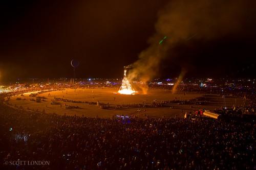 El Burning Man 2011 quemando