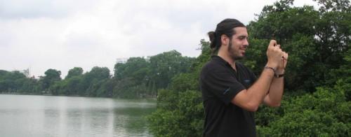 Marc haciendo fotos en Hanoi
