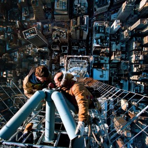 Operarios en la antena del Empire State Building de Nueva York