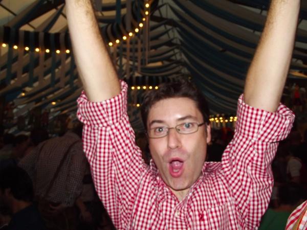 Manuel eufórico en el Oktoberfest