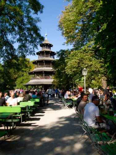 Pagoda china y biergarten en Munich