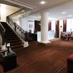 Hall del hotel La Trèmoille de París