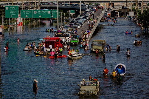 Inundaciones en Pathum Thani en Tailandia @guardian