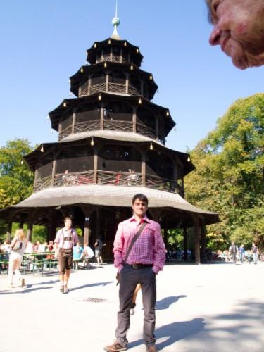 Curioso efecto de tamaños en pagoda china de Munich