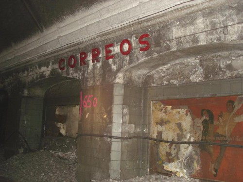 Visita en 2006 a la estación de Correos de Barcelona