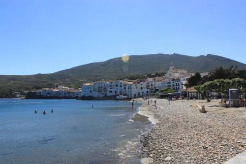 En la playa de Cadaqués