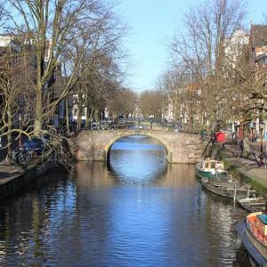 Canal de Amsterdam en el mes de enero