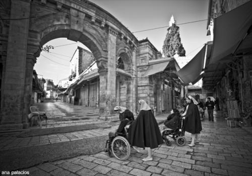 Calles de Jerusalén. Un rally de gran dificultad para las personas en sillas de ruedas