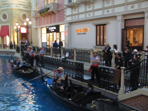 Cola para subir a las gondolas del The Venetian en Las Vegas