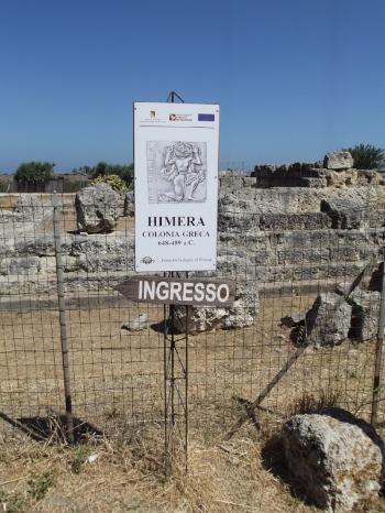Cartel de entrada a las ruinas del Templo de la Victoria de Hímera