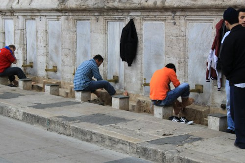 Fuente de abluciones de la Mezquita Suleiman de Estambul
