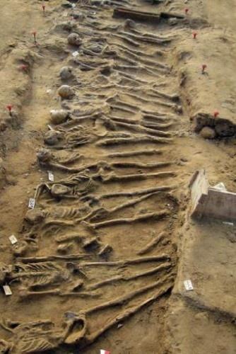Fosa donde se han hallado restos de hoplitas que participaron en la Batalla de Hímera