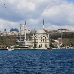 Mezquita de Ortaköy de Estambul desde el crucero