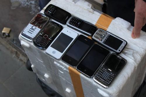 Teléfonos falsos en el zoco de Estambul