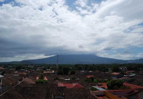 Granada bajo el volcán Mombacho @MónicaHernández
