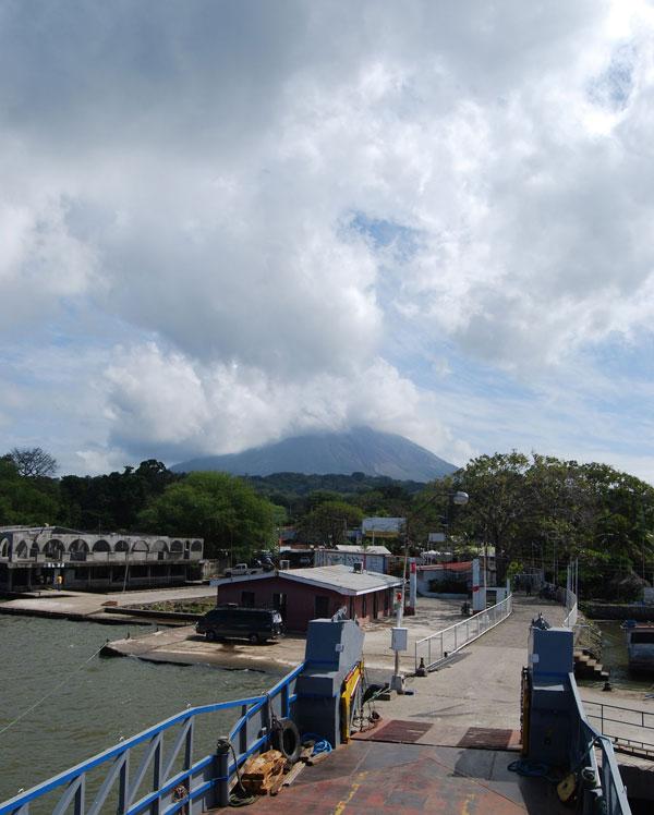 Ometepe con volcán al fondo @MónicaHernández