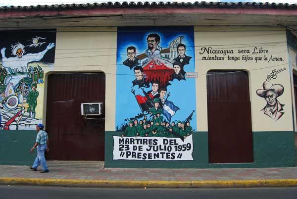 Pintadas revolucionarias en las calles @MónicaHernández