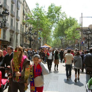 Un paseo por Las Ramblas de Barcelona en Sant Jordi