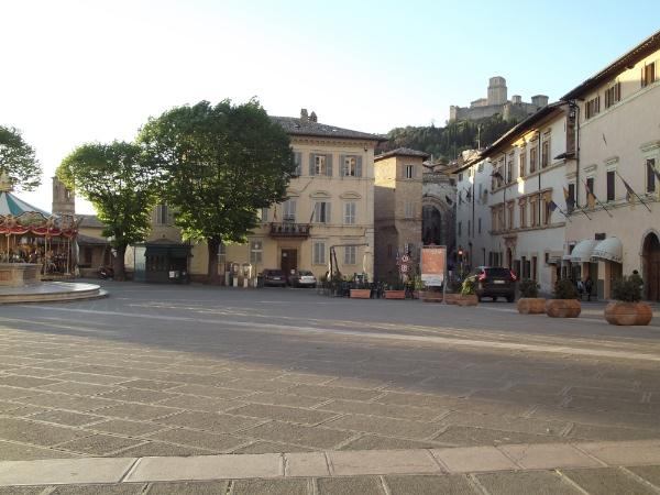 Piazza Santa Chiara en Asís