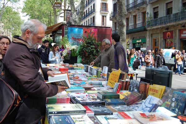 Exitazo asegurado en los puestos de libros de la Rambla de Barcelona en Sant Jordi