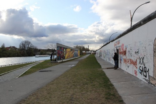 Fragmentos del doble muro de la East Side Gallery