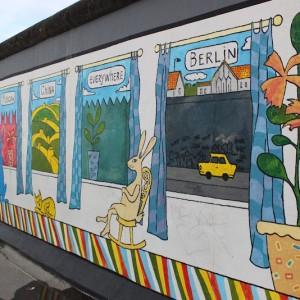 Pintura de muros en el mundo del East Side Gallery en Berlín