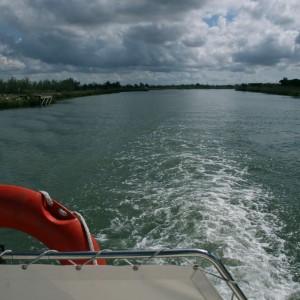 La vida a bordo en un barco de alquiler (Camargue-Francia)