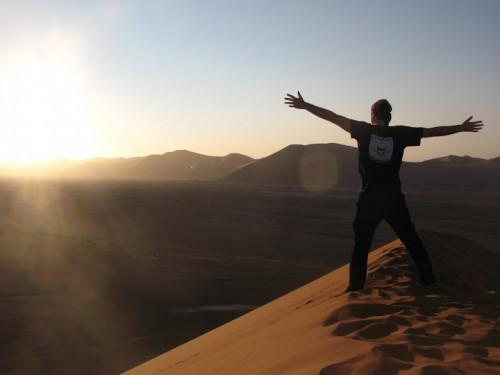 Puesta de sol desde la duna 45 de Namibia