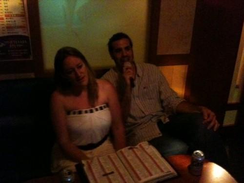 Cantando con Marta en el karaoke de Seul