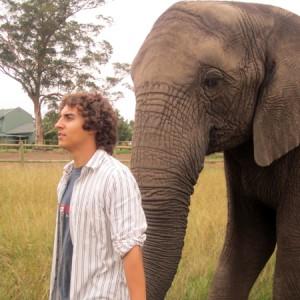 Jorge Pérez con un elefante