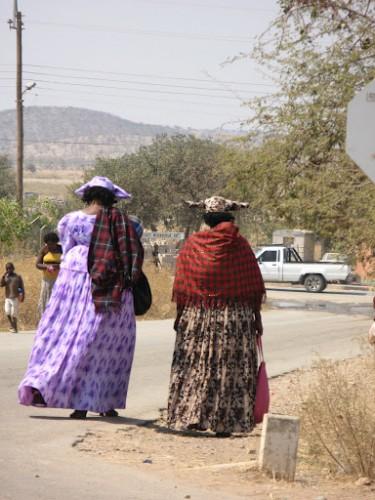 Mujeres Herero en Opuwo, Namibia